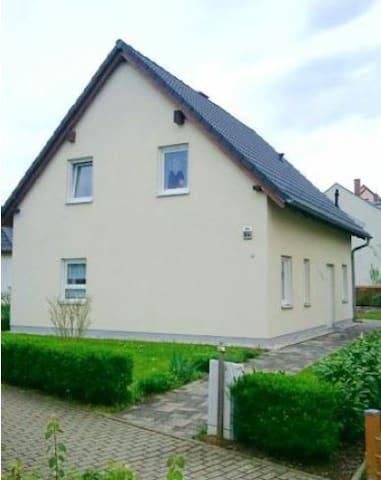 2 Privatzimmer im EFH am Kulkw. See - Markranstädt - House