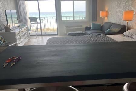 #204 BEACHFRONT-PETS OK -king bed/pier park