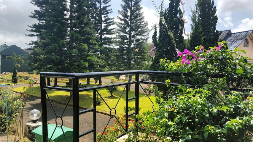 Homy and Cozy 2BR Villa with garden - Cipanas