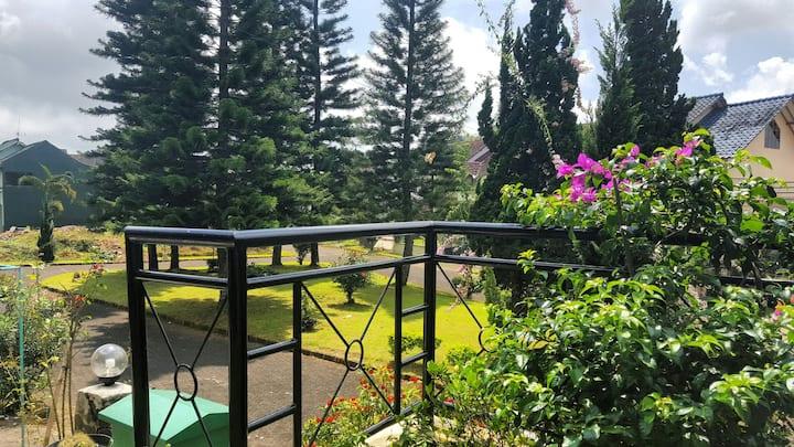 Homy and Cozy 3BR Villa with garden