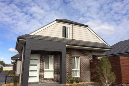 Modern comfortable home - Oxley Park