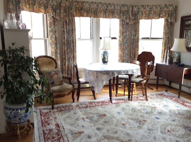 Pleasant 1st Floor Apartment - North Kingstown