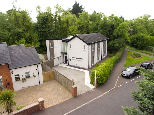 Lovely  5 bedroom detached house close to Belfast