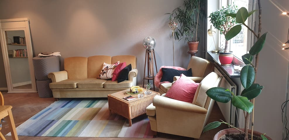 Vibrant, cozy appartment right where you want to b