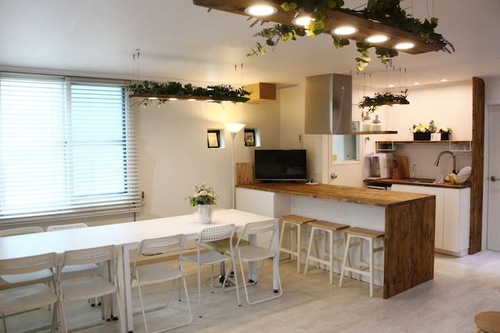 Center of Gangnam Garosugil / (2BR+2Bath)