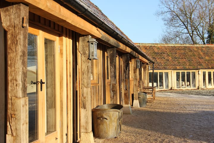 The Cowsheds - Good Mondays Farm - Dauntsey