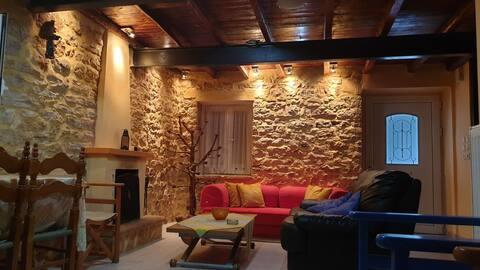 Una casa de piedra en Astakos, reformada.