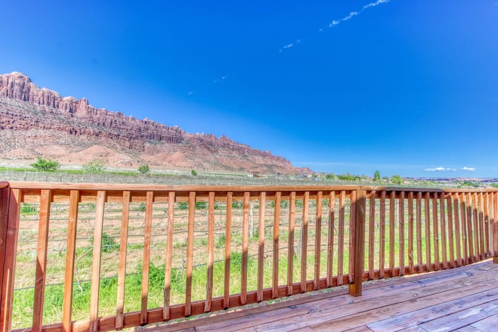 Working Vineyard retreat with private hot tub, fire pit and views!