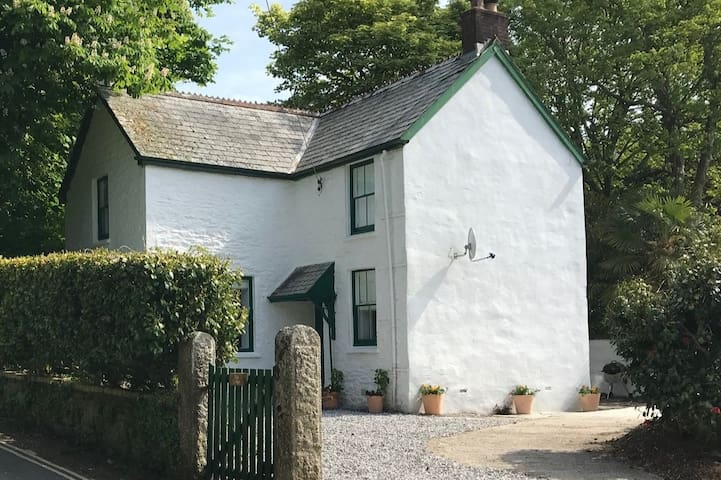 Cornwall Seaside cottage-The Lodge Porthpean Beach