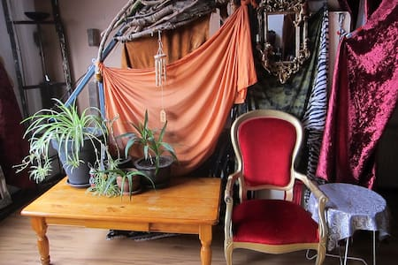 Stay in a Fantasy World /Art Loft with 2 cats - Amsterdam - Loft