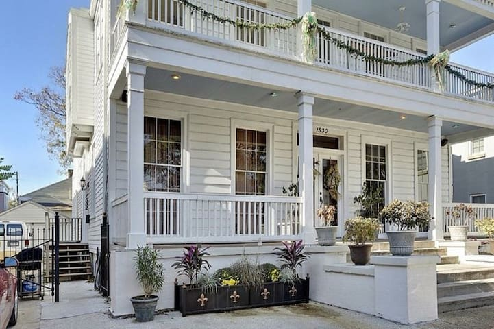 Charm In The Garden District Apartments For Rent In New Orleans Louisiana United States