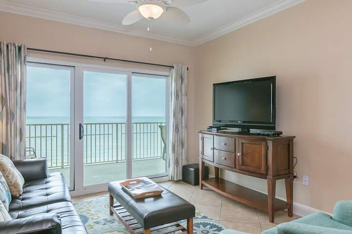 Waterfront condo w/ community outdoor and indoor pools, hot tub & fitness center