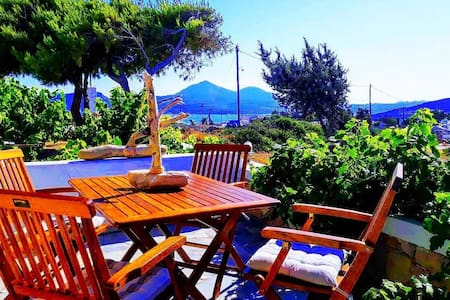 Quiet sunny house with great panoramic terrace