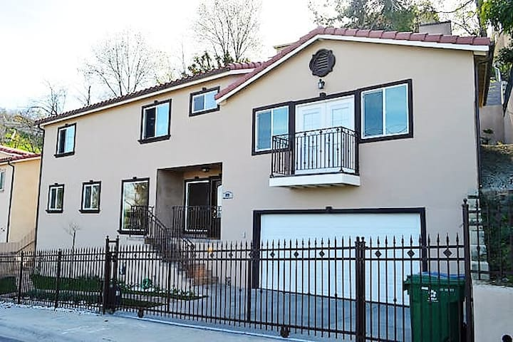 Brand New House only minutes From DTLA!! - Los Angeles - Rumah