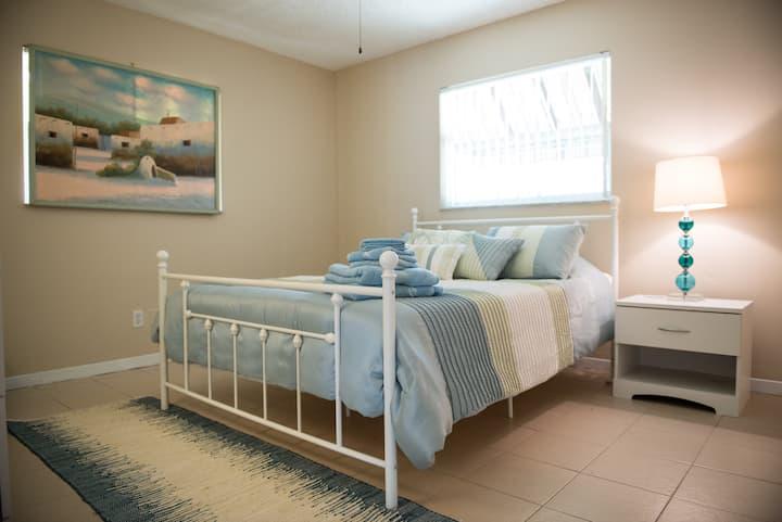 Blue Room in Sunny Gulfport