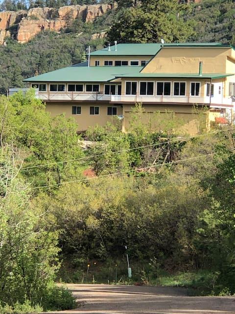 Manzano Manor Heavenly Views and  Outdoor fun