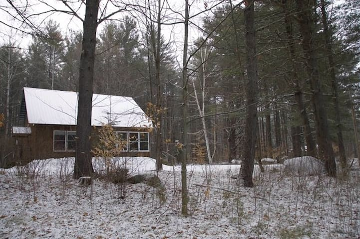 Private Room in Charming Adirondack Home - Wevertown - Rumah