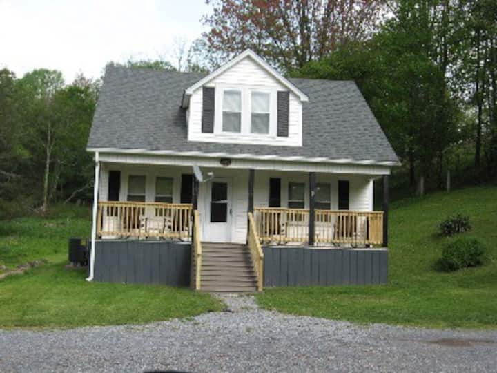 Ashley's Abode-Damascus 3Br, 2 Ba Cozy Farmhouse