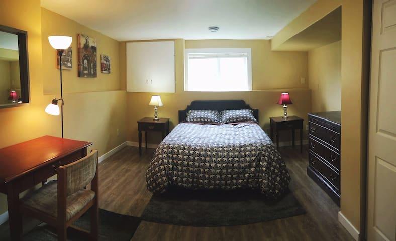 Large private bedroom in Gordon Head