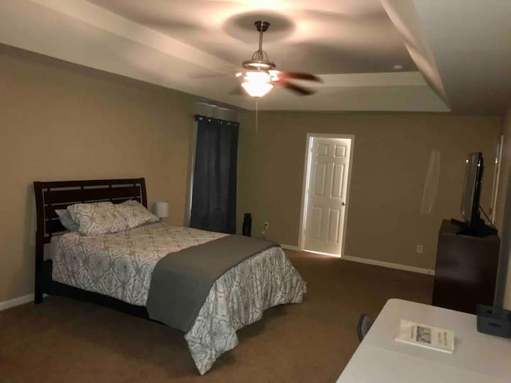 Primary Suite wifi/cable 15min -AIRPORT/UPTOWN
