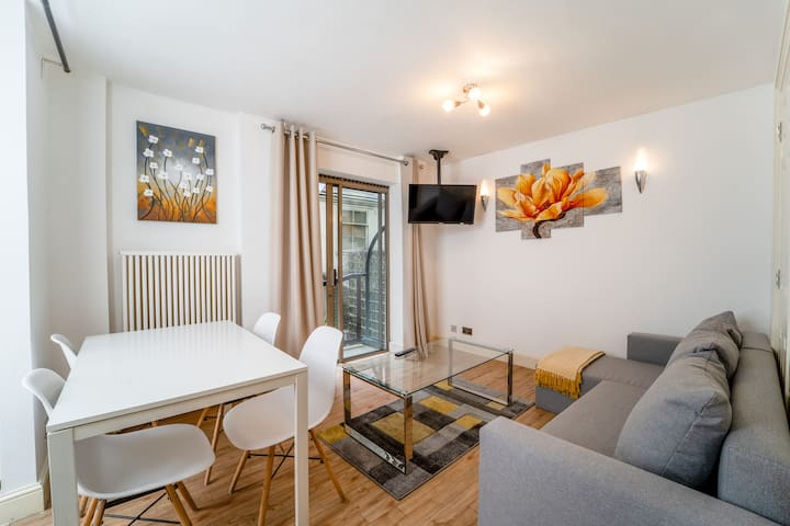 Superior one bedroom apartment with garden view