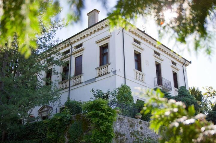 Beautifully Restored 1620's Historical Villa