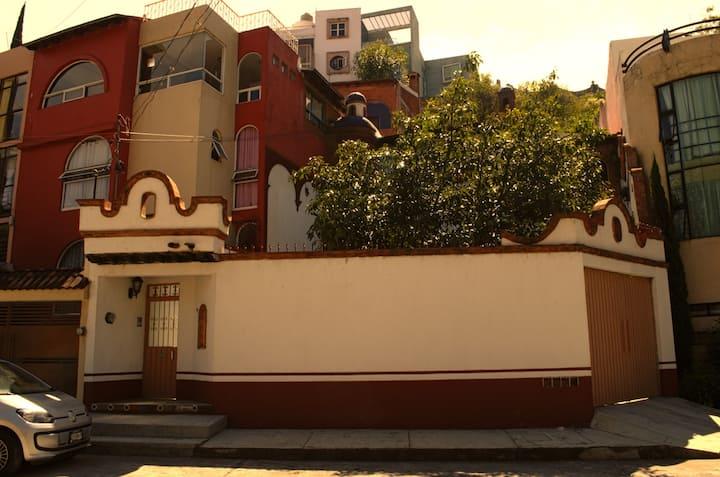 Bonita casa rustica tipo cabaña, vista a Morelia
