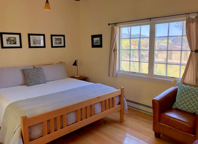 Point Reyes, Honeybee Cottage, big bed, nice spot!