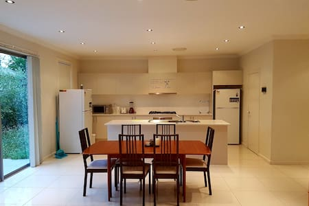 4. Private room close to Parramatta CBD - Wentworthville