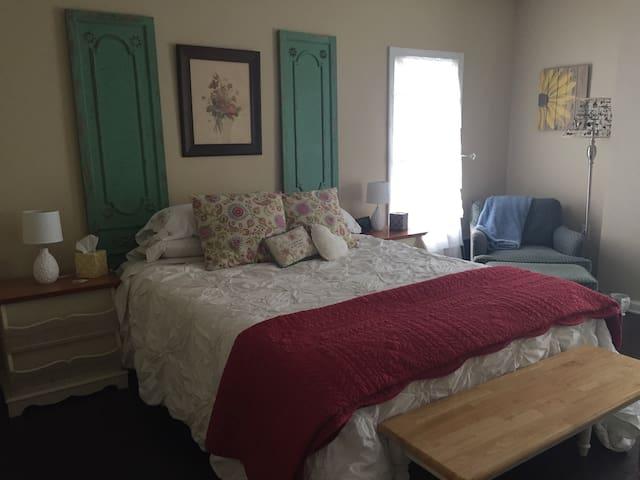 The 53 Farmhouse Room 2 - Port Clinton