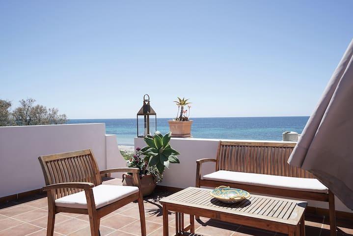 La terrazza sulla spiaggia - Terrace on the beach