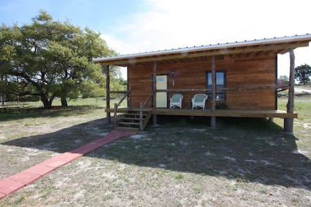 Walt's Cabin 1 Country Property past Luckenbach Tx - Fredericksburg