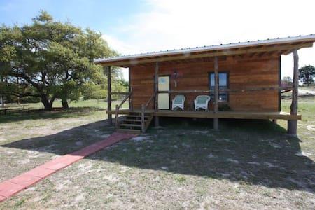 Walt's Cabin 1 Country Property past Luckenbach Tx - フレデリックスバーグ