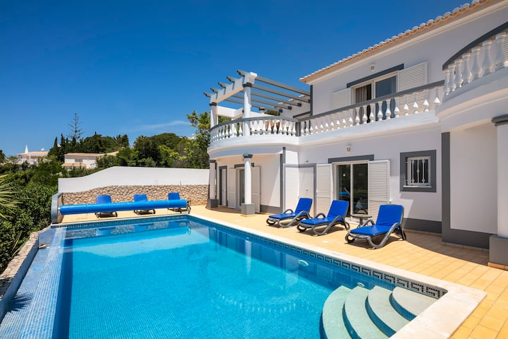 Nº23 Golfe Santo Antonio - Beautifully furnished 3 bedroom Villa with pool, sea and golf views!