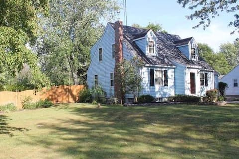 Cozy home + large yard! Great for all visitors!