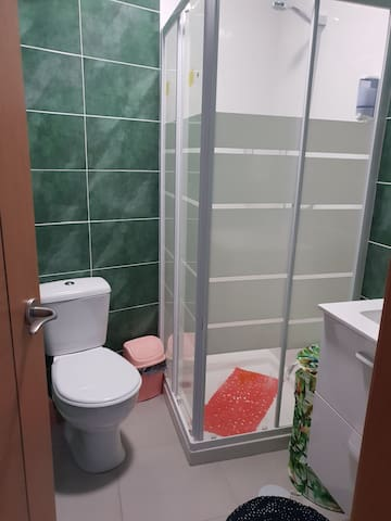 Hab. COLOSSEO 4 personas baño privado