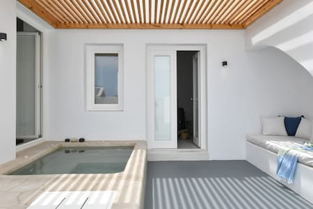Deluxe Suite with outdoor jet tub