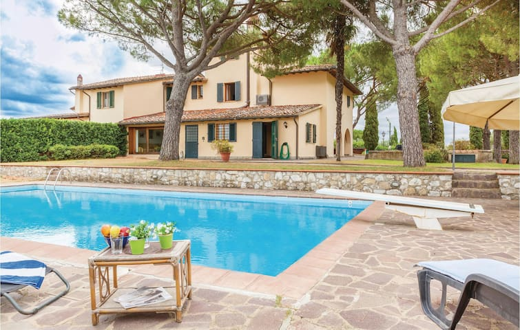 Holiday cottage with 6 bedrooms on 400 m² in Scandicci FI