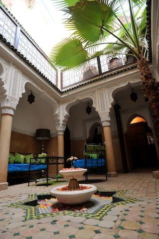 Un riad typique au coeur de la Médina - Marrakesh - Pensió