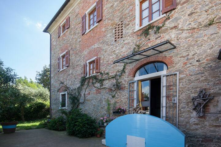 VillaPassiflora your home between 5Lands & Tuscany