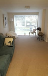 Single room in tranquil home - Exeter