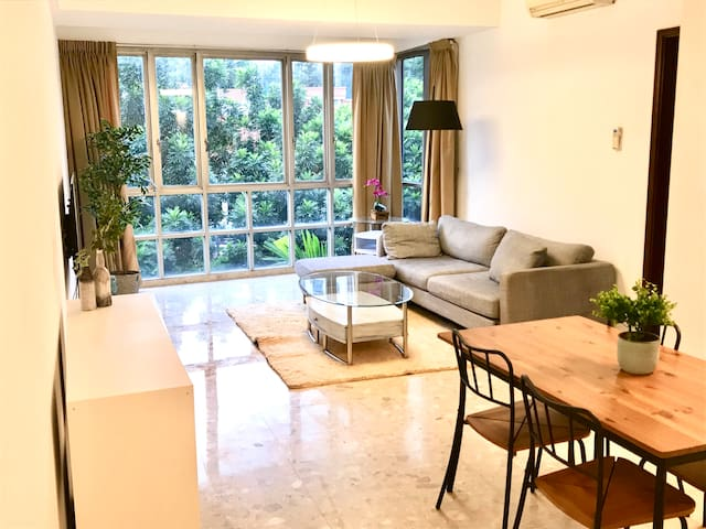 Spacious and elegant apartment at River Valley