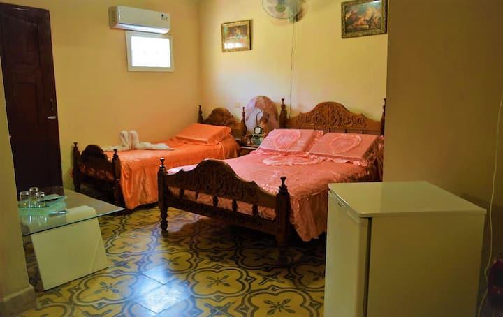 Hostal Tres Cruces Room1