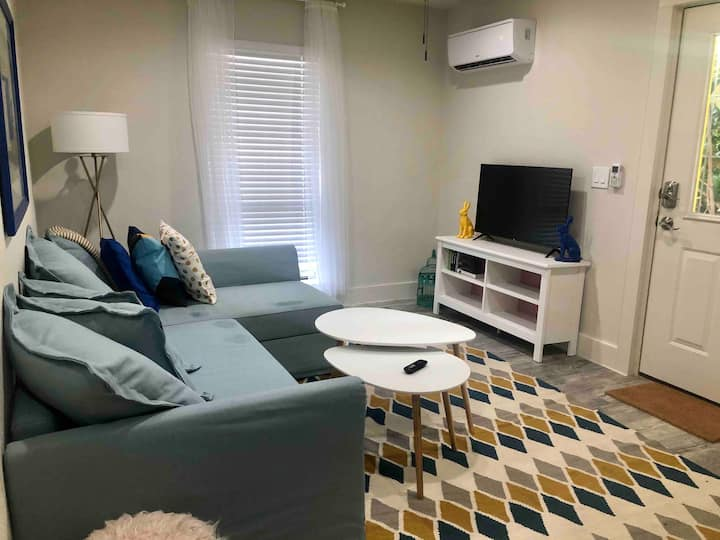 Cool and Clean 1 Bedroom Eastside Apt w/ fast WIFI