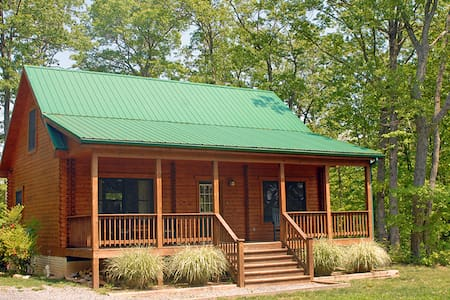 Airbnb top 20 luray vacation rentals vacation homes for Charlottesville cabin rentals hot tub