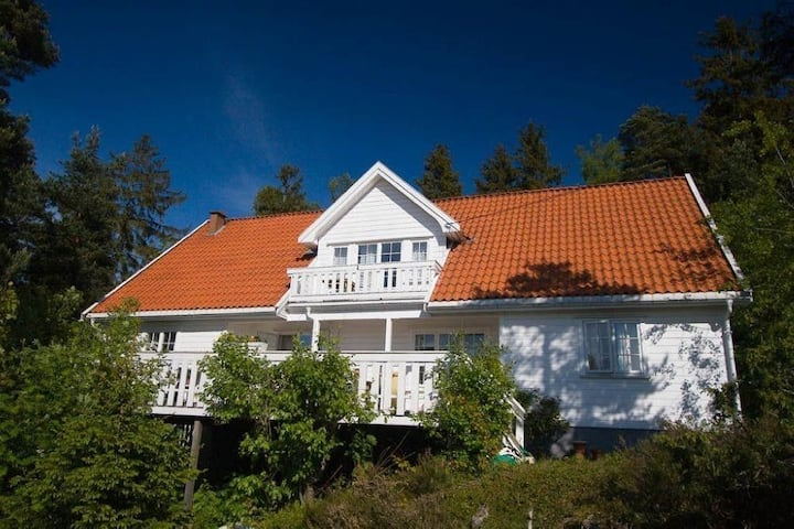 Leilighet i Sørlandshus i Son. Sjøutsikt(båtplass)