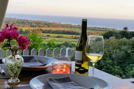 Romantic Beach House, Private, Safe & Ocean Views