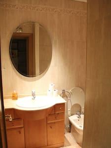 Charming room near plaza mayor - Madrid - Apartment