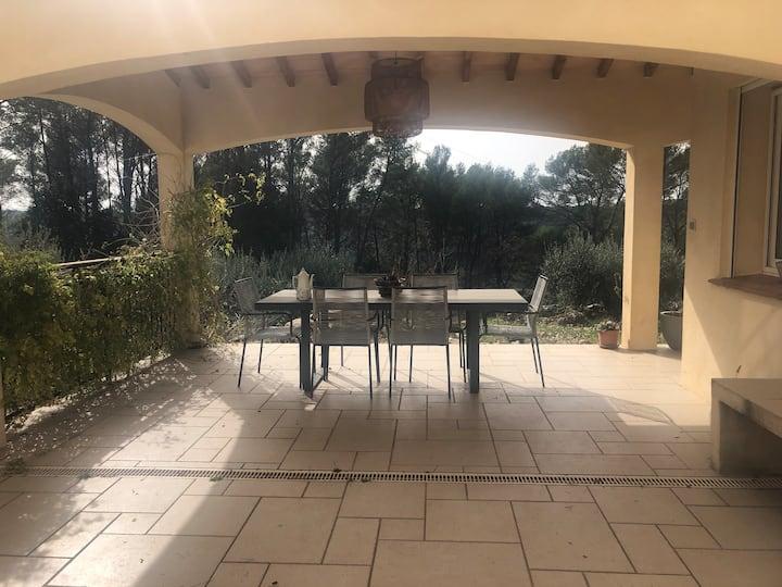 Villa 180m2 sur les hauteurs d'une cité provençale