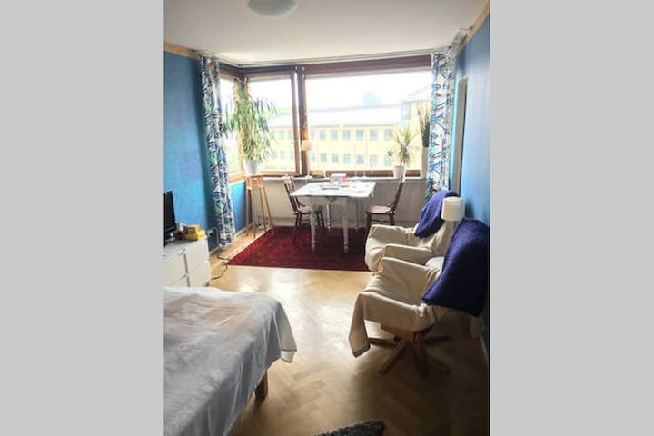 Large room, close to the Avenue - Göteborg - Apartemen